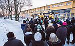 Uppsala 2014-12-26 Bandy Elitserien IK Sirius - Hammarby IF :  <br /> Publik i k&ouml; utanf&ouml;r entr&eacute;n till Studenternas IP inf&ouml;r matchen mellan IK Sirius och Hammarby IF <br /> (Foto: Kenta J&ouml;nsson) Nyckelord:  Bandy Elitserien Uppsala Studenternas IP IK Sirius IKS Hammarby HIF Bajen Annandag Jul Annandagen supporter fans publik supporters utomhus exteri&ouml;r exterior
