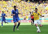 BELO HORIZONTE - BRASIL -14-06-2014. James Rodriguez (Der) jugador de Colombia (COL) disputa un balón con Sokratis Papastathopoulos (Izq) jugador de Grecia (GRC) durante partido del Grupo C de la Copa Mundial de la FIFA Brasil 2014 jugado en el estadio Mineirao de Belo Horizonte./ Pablo Armero (R) player of Colombia (COL) fights the ball with Sokratis Papastathopoulos (L) player of Grece (GRC) during the macth of the Group C of the 2014 FIFA World Cup Brazil played at Mineirao stadium in Belo Horizonte. Photo: VizzorImage / Alfredo Gutiérrez / Contribuidor