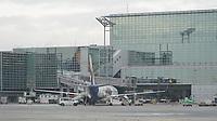 Maschine am Terminal 2 des Frankfurter Flughafen - Frankfurt 16.10.2019: Eichwaldschule Schaafheim am Frankfurter Flughafen