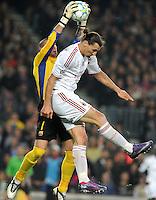 FUSSBALL  CHAMPIONS LEAGUE  VIERTELFINAL RUECKSPIEL   2011/2012      FC Barcelona - AC Mailand           03.04.2012 Torwart Victor Valdes  (li,Barca) gegen Zlatan Ibrahimovic (AC Mailand)