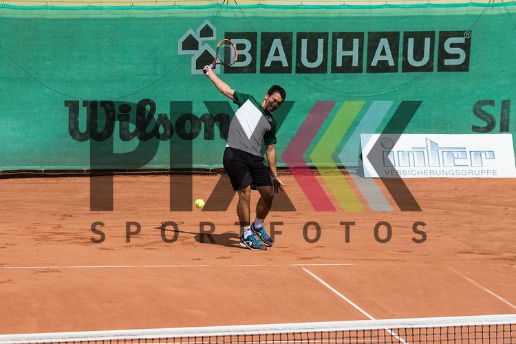 Mannheim 20.08.2017, Tennis Bundesliga, TK Gr&uuml;n Weiss Mannheim - TK Blau-Weiss Aachen, <br /> <br /> Der Mannheimer Bj&ouml;rn Phau in seinem Spiel gegen Germaine Gigounon. <br /> <br /> Foto &copy; PIX-Sportfotos *** Foto ist honorarpflichtig! *** Auf Anfrage in hoeherer Qualitaet/Aufloesung. Belegexemplar erbeten. Veroeffentlichung ausschliesslich fuer journalistisch-publizistische Zwecke. For editorial use only.