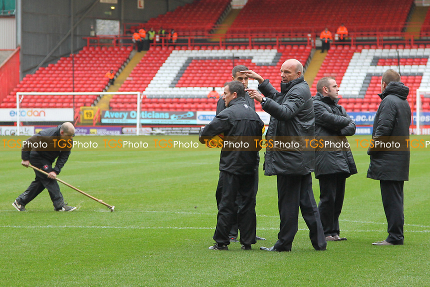 Keith Stroud and fellow officials consult - Charlton Athletic vs Leeds United - Sky Bet Championship Football at The Valley, London - 09/11/13 - MANDATORY CREDIT: Simon Roe/TGSPHOTO - Self billing applies where appropriate - 0845 094 6026 - contact@tgsphoto.co.uk - NO UNPAID USE