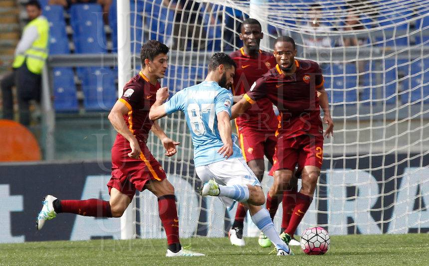 Calcio, Serie A: Lazio vs Roma. Roma, stadio Olimpico, 3 aprile 2016.<br /> Lazio&rsquo;s Antonio Candreva, third from right, kicks the ball during the Italian Serie A football match between Lazio and Roma at Rome's Olympic stadium, 3 April 2016.<br /> UPDATE IMAGES PRESS/Riccardo De Luca