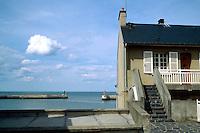 - Normandy, sites of allied landing of June 1944, the waterfront of Arromanche ....- Normandia, i luoghi degli sbarchi alleati del giugno 1944, il lungomare di Arromanche