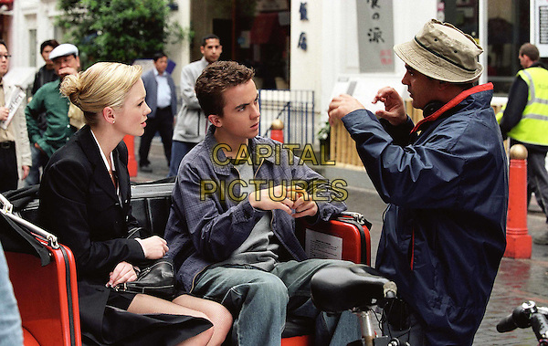 HANNAH SPEARRITT, FRANKIE MUNIZ & KEVIN ALLEN (DIRECTOR).on the set of Agent Cody Banks 2: Destination London.Filmstill - Editorial Use Only.Ref: FB.www.capitalpictures.com.sales@capitalpictures.com.Supplied by Capital Pictures