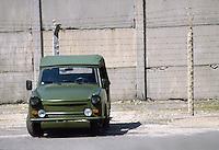 - the Berlin Wall (1986), Trabant car of DDR border police....- il Muro di Berlino (1986) , auto Trabant della polizia di frontiera della DDR