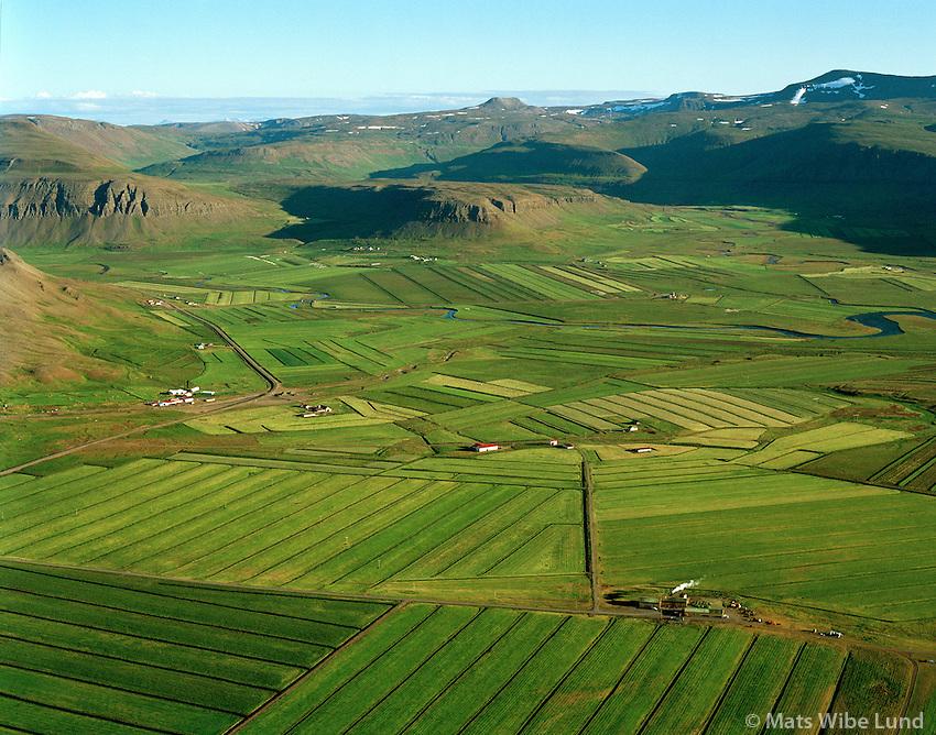 Foðuriðjan, Efri--Brunná og Neðri-Brunná, Litla-Holt (t.h.), Stóra-Holt, Dalabyggð áður Saurbæjarhreppur til suðurs / Heyfabric, Efri-Brunna and Nedri-Brunna, Litla-Holt (right), Stóra-Holt,  viewing south over Dalabyggd former Saurbaejarhreppur.