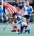 AMSTELVEEN - Renske Siersema (Hurley) met links Pien van Nes (HDM) ) .Hoofdklasse competitie dames, Hurley-HDM (2-0) . FOTO KOEN SUYK