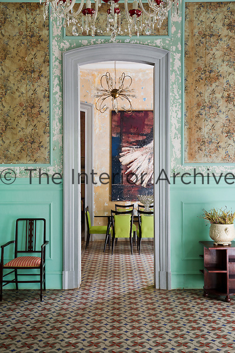 The walls of the living room are panelled with original 1940s wallpaper