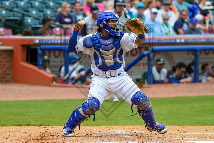 Lexington Legends catcher Meibrys Viloria (4) during a South Atlantic League game against the Columbia Fireflies on May 28, 2017 at Whitaker Bank Ballpark in Lexington, Kentucky.  Columbia defeated Lexington 3-0. (Brad Krause/Krause Sports Photography)