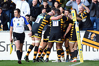 Josh Bassett of Wasps celebrates his match-winning try with team-mates. Aviva Premiership semi final, between Wasps and Leicester Tigers on May 20, 2017 at the Ricoh Arena in Coventry, England. Photo by: Patrick Khachfe / JMP