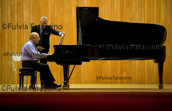 Milano 8 Ottobre 2007.Conservatorio di Milano.Fedele Confalonieri, presidente Mediaset, durante l\'esame di diploma in pianoforte; Conservatory of Milan, Fedele Confalonieri, Mediaset president, during his exam for the diploma in piano © Fulvia Farassino