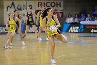 Joline Henry in action during the ANZ Championship 2014 - Haier Pulse v Waikato Magic at Te Rauparaha  Arena Centre, Porirua, Wellington, New Zealand on Monday 5 May 2014. <br /> Photo by Masanori Udagawa. <br /> www.photowellington.photoshelter.com.
