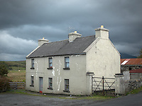County Galway, Ireland: Historic cottage in Tullycross on the Connemara Loop