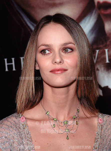 "17NOV99:  French actress/singer VANESSA PARADIS at the world premiere, in Hollywood, of boyfriend Johnny Depp's new movie ""Sleepy Hollow."".© Paul Smith / Featureflash"
