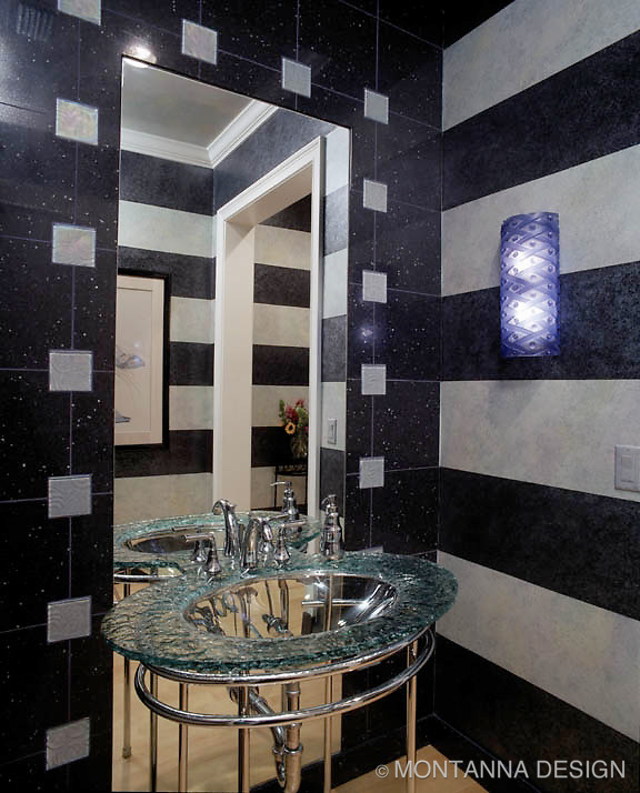 Powder bath with bold horizontal stripes in tones of blue