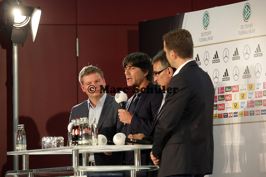 DFB-Pressesprecher Jens Grittner, Bundestrainer Joachim Loew, DFB Generalsekretaer Helmut Sandrock, Teammanger Oliver Bierhoff