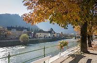 Austria, Upper Austria, Salzkammergut, Bad Ischl: Esplanade avenue next to river Traun in the centre of town | Oesterreich, Oberoesterreich, Salzkammergut, Bad Ischl: Fussgaengerzone an der Esplanade entlang der Traun, die mitten durchs Zentrum fliesst