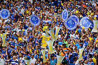 BELO HORIZONTE, MG, 07.12.2014 - CAMPEONATO BRASILEIRO - CRUZEIRO X FLUMINENSE - Torcida do Cruzeiro recebe o time do Cruzeiro antes da partida entre Cruzeiro x Fluminense valida pela rodada 38 do Camp. Brasileiro 2014 no estádio Mineirão neste Domingo, 07. Foto: Gustavo Theza / Brazil Phoro Press