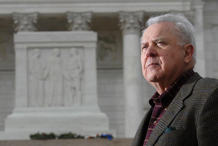 Nick Del Calzo, a photographer, published a book entitled Medal of Honor, Portraits of Valor Beyond the Call of Duty, featuring portraits of surviving Medal of Honor winners. He is pictured in front of the Tomb of the Unknowns at Arlington National Cemetery in Arlington, VA. 21 March, 2007. (James J. Lee / Times Staff)