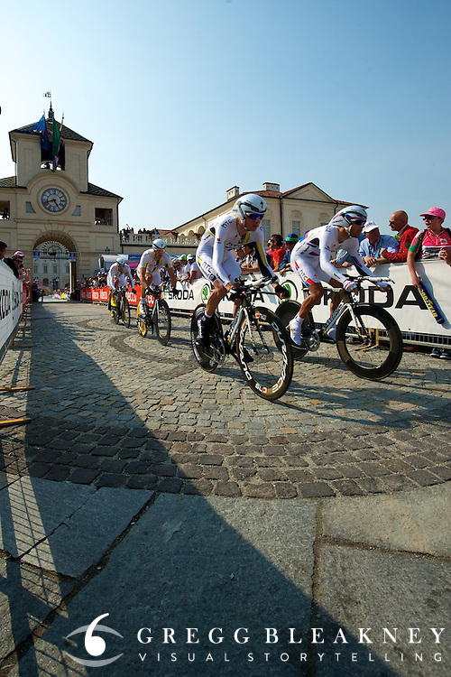HTC over the cobbles at 250 meters post start.