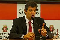 SÃO PAULO,SP, 12.11.2015 - HADDAD-SP - O prefeito Fernando Haddad concede entrevista coletiva para anunciar que a prefeitura de São Paulo obtém grau de investimento da agencia Flitch Ratings, tornando a cidade atrativa para novos investimentos na sede da prefeitura, no centro da cidade , nessa quinta-feira 12. (Foto: Gabriel Soares/Brazil Photo Press)