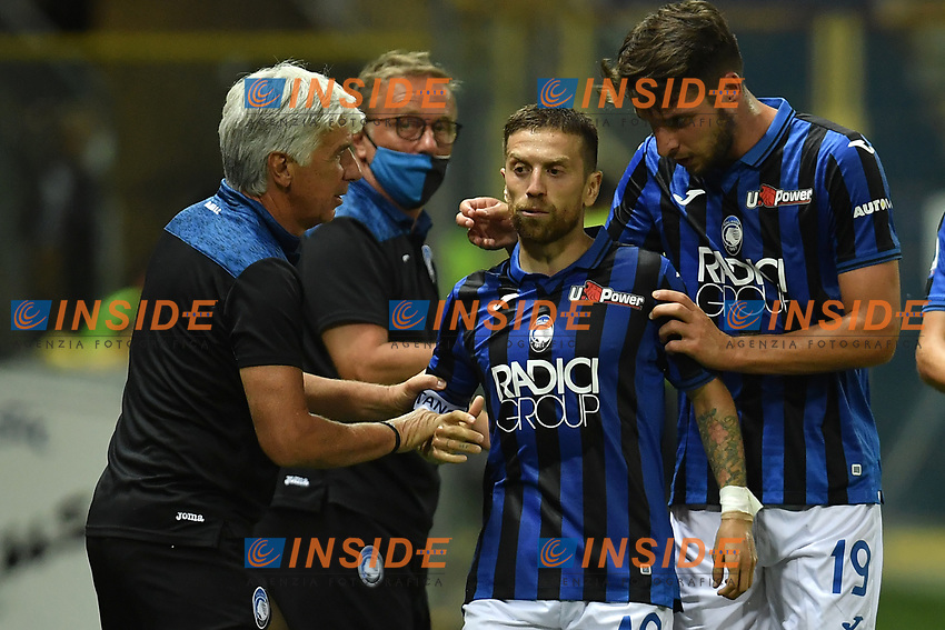 Alejandro Papu Gomez of Atalanta BC celebrates with Gian Piero Gasperini  after scoring the goal of 1-2 during the Serie A football match between Parma Calcio and Atalanta BC at Ennio Tardini stadium in Parma (Italy), July 28th, 2020. Play resumes behind closed doors following the outbreak of the coronavirus disease. Photo Andrea Staccioli / Insidefoto