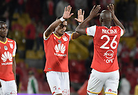 BOGOTÁ - COLOMBIA, 19-08-2017: Jugadores de Santa Fe celebran la victoria después del encuentro entre Independiente Santa Fe y Deportivo Cali por la fecha 9 de la Liga Aguila II 2017 jugado en el estadio Nemesio Camacho El Campin de la ciudad de Bogota. / Players of Santa Fe celebrate the victory after match between Independiente Santa Fe and Deportivo Cali for the date 9 of the Aguila League II 2017 played at the Nemesio Camacho El Campin Stadium in Bogota city. Photo: VizzorImage/ Gabriel Aponte / Staff