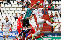 MANIZALES -COLOMBIA, 27-07-2014. Martin Bonjour (Der) de Once Caldas disputa el balón con Nicolas Vikonis (Izq) de Patriotas FC por la fecha 2 de la Liga Postobón I 2014 jugado en el estadio Palogrande de la ciudad de Manizales./ Once Caldas player Martin Bonjour (R) fights for the ball with Patriotas FC player Nicolas Vikonis (L) during match for the second date of the Postobon  League II 2014 at Palogrande stadium in Manizales city. Photo: VizzorImage/Santiago Osorio/STR