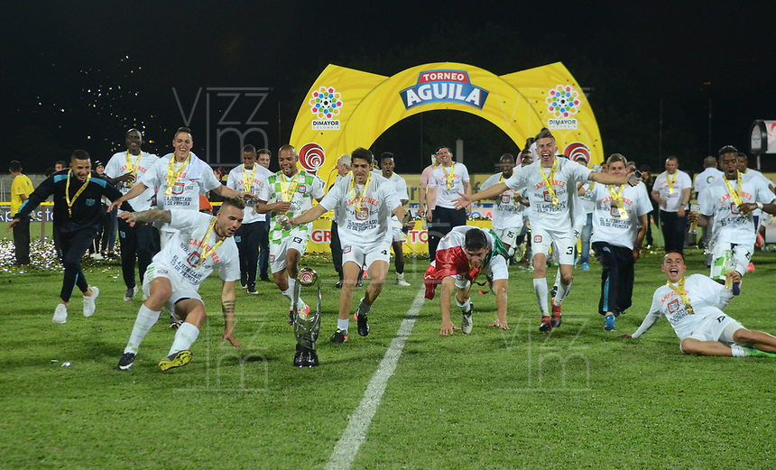 ITAGÜÍ - COLOMBIA, 06-12-2017: Jugadores de Chicó celebran como campeones del Torneo Águila 2017 después del encuentro de vuelta por la final con Leones FC jugado en el estadio Metropolitano de Itaguí. / Players of Chico celebrate as champions of the Aguila Tournament 2017 after the second leg final match against Leones FC played at Metropolitano stadium in Itaguí city.  Photo: VizzorImage / León Monsalve / Cont