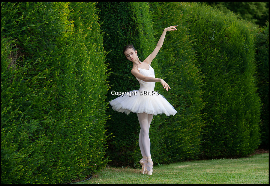 BNPS.co.uk (01202 5588933)<br /> Pic: PhilYeomans/BNPS<br /> <br /> First Soloist of the Mariinsky Ballet Maria Khoreva performs extracts from Swan Lake.<br /> <br /> The Covent Garden Dance Company have moved out of the city to perform in the idyllic surroundings of Hatch House near Tisbury this weekend.<br /> <br /> Top stars from some of the worlds finest company's have travelled out to the Wiltshire countryside to perform in the 10th anniversary Ballet Under the Stars event.
