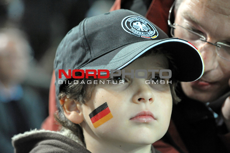Fussball, L&auml;nderspiel, WM 2010 Qualifikation Gruppe 4 Westfalen Stadion Dortmund ( SIGNAL IDUNA PARK )<br />  Deutschland (GER) vs. Russland ( RUS )<br /> <br /> Fan Deutschland angemalt im Gesicht<br /> <br /> Foto &copy; nph (  nordphoto  )<br />  *** Local Caption ***