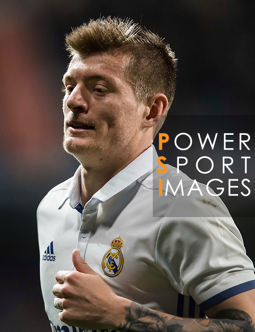 Toni Kroos of Real Madrid looks on during the La Liga match between Real Madrid and RC Deportivo La Coruna at the Santiago Bernabeu Stadium on 10 December 2016 in Madrid, Spain. Photo by Diego Gonzalez Souto / Power Sport Images