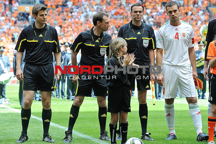 05.06.2010, Arena Stadium, Amsterdam, NLD, FIFA Worldcup Vorbereitung, Netherlands vs Hungaria, im Bild the German referees Frank Willenborg, Florian Mayer and Christopher Bornhorst<br /> Foto &copy; nph / Hoogendoorn *** Local Caption *** Fotos sind ohne vorherigen schriftliche Zustimmung ausschliesslich f&uuml;r redaktionelle Publikationszwecke zu verwenden.<br /> <br /> Auf Anfrage in hoeherer Qualitaet/Aufloesung