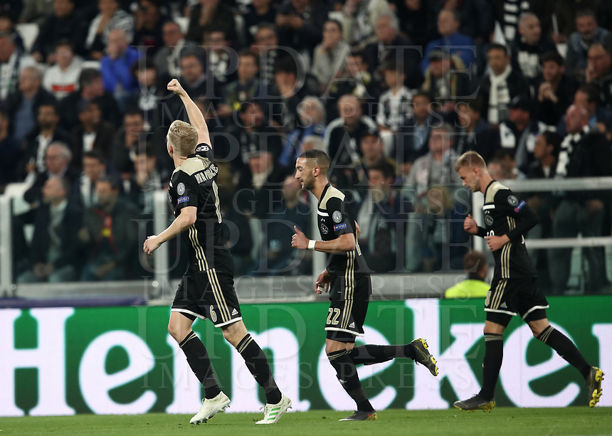 Football Soccer: UEFA Champions UEFA Champions League quarter final second leg Juventus - Ajax, Allianz Stadium, Turin, Italy, March 12, 2019. <br /> Ajax's Donny van de Beek (l) celebrates after scoring with his temmates during the Uefa Champions League football match between Juventus and Ajax  at the Allianz Stadium, on March 12, 2019.<br /> UPDATE IMAGES PRESS/Isabella Bonotto