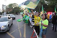 PORTO ALEGRE, RS, 21.10.2018 - ELEIÇAO- 2018 - Manifestantes realizam ato a favor de Jair  Bolsonaro candidato a presidencia do Brasil na cidade de Porto Alegre na tarde deste domingo 21 (Foto: Naian Meneghetti/Brazil Photo Press/Folhapress)