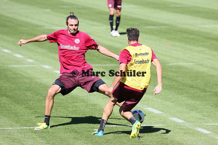 Furkan Zorba (Eintracht Frankfurt) gegen Alexander Meier (Eintracht Frankfurt)- Eintracht Frankfurt Training, Commerzbank Arena