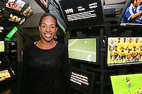 """SÃO PAULO, SP, 19.05.2015 - MUSEU-FUTEBOL - Aline Pellegrino jogadora da selecao brasileira durante abertura da exposição """"Visibilidade para o Futebol Feminino"""" no Museu do Futebol, no Pacaembu, zona oeste de São Paulo, nesta terça-feira (19). O projeto visa consagrar no acervo do museu a história da participação das mulheres no esporte. (Foto: Vanessa Carvalho / Brazil Photo Press)"""