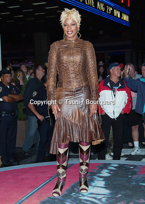 Mary J. Blige arriving at the 2002 MTV Video Music Awards at the Radio City Music Hall in New York. August 29, 2002.