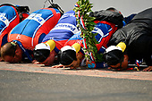 Verizon IndyCar Series<br /> Indianapolis 500 Race<br /> Indianapolis Motor Speedway, Indianapolis, IN USA<br /> Sunday 28 May 2017<br /> Takuma Sato, Andretti Autosport Honda celebrates the win on track with Michael Andretti kissing the yard of bricks<br /> World Copyright: Scott R LePage<br /> LAT Images<br /> ref: Digital Image lepage-170528-indy-10659<br /> ref: Digital Image lepage-170528-indy-10763