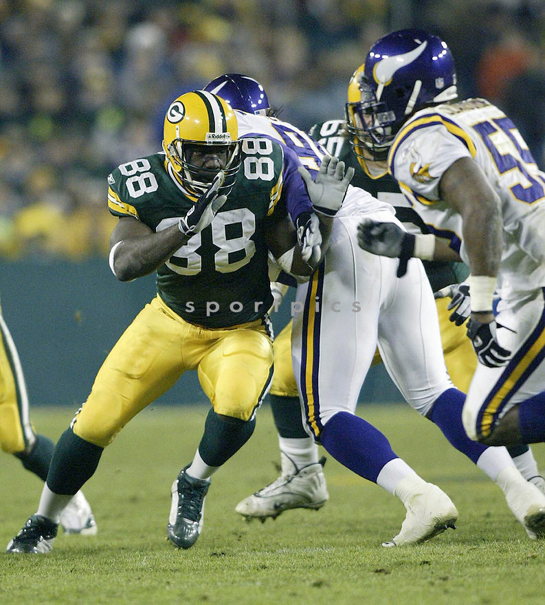 Bubba Franks during the Green Bay Packers v. Minnesota Vikings game on November 14, 2004...Packers win 34-31..Kevin Tanaka / SportPics