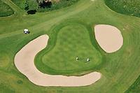 Golf: EUROPA, DEUTSCHLAND, SCHLESWIG- HOLSTEIN, (GERMANY), 04.06.2010: Golf , Personen, Golfplatz, Bunker, Green, Gruen, Einlochen, Rasen, Luftbild, Luftansicht, Aufwind-Luftbilder.Ein Golfplatz ist ein Areal in der Natur, auf dem Golf gespielt wird. Es handelt sich somit um eine besondere Form der Sportstaette. Normalerweise wird ein Golfplatz von einem Golfarchitekten entworfen. Wesentliche Elemente sind dabei Abschlaege, Fairways und Gruens die jeweils mit einer Vegetation aus unterschiedlichen Sportrasenarten gedeckt sind. Dazu kommen noch die Bunker , mit Sand gefuellte Loecher.. c o p y r i g h t : A U F W I N D - L U F T B I L D E R . de.G e r t r u d - B a e u m e r - S t i e g 1 0 2, 2 1 0 3 5 H a m b u r g , G e r m a n y P h o n e + 4 9 (0) 1 7 1 - 6 8 6 6 0 6 9 E m a i l H w e i 1 @ a o l . c o m w w w . a u f w i n d - l u f t b i l d e r . d e.K o n t o : P o s t b a n k H a m b u r g .B l z : 2 0 0 1 0 0 2 0  K o n t o : 5 8 3 6 5 7 2 0 9.C o p y r i g h t n u r f u e r j o u r n a l i s t i s c h Z w e c k e, keine P e r s o e n l i c h ke i t s r e c h t e v o r h a n d e n, V e r o e f f e n t l i c h u n g n u r m i t H o n o r a r n a c h M F M, N a m e n s n e n n u n g u n d B e l e g e x e m p l a r !.