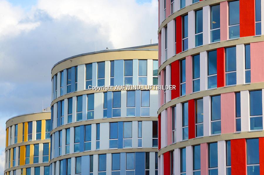 Buerohaeuser des Nordport Towers: EUROPA, DEUTSCHLAND, SCHLESWIG- HOLSTEIN,(EUROPE, GERMANY), 03.11.2014: Buerohaeuser des Nordport Towers . Nahe des Hamburger Flughafens Fuhlsbuettel entsteht ein Buerohauskomplex in Schleswig- Holstein.