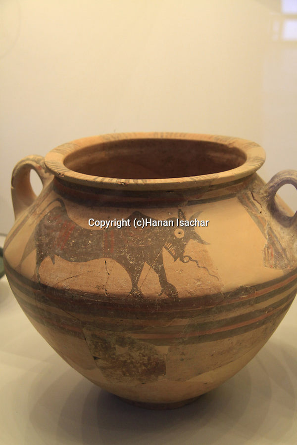 Israel, Jerusalem, a bowl from Cyprus found in Tel Nagila, 16th century BC, at the Israel Museum
