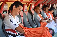 ATENÇÃO EDITOR: FOTO EMBARGADA PARA VEÍCULOS INTERNACIONAIS - SÃO PAULO, SP, 18 DE NOVEMBRO DE 2012 - CAMPEONATO BRASILEIRO - SÃO PAULO x NAUTICO: Paulo Henrique Ganso no banco de reservas antes da partida São Paulo x Nautico válida pela 36ª rodada do Campeonato Brasileiro de 2012 no Estádio do Morumbi. FOTO: LEVI BIANCO - BRAZIL PHOTO PRESS