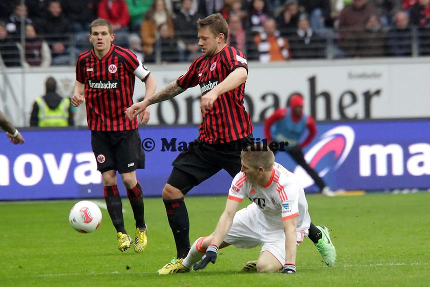 Bastian Schweinsteiger (Bayern) gegen Marco Russ (Eintracht)