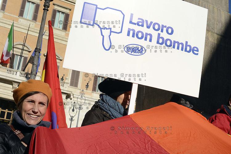 Roma, 11 Dicembre 2012.Piazza Montecitorio.Associazioni pacifiste tra cui Sbilanciamoci e Tavola della Pace manifestano davanti al Parlamento contro il rifinanziamento all'armamento