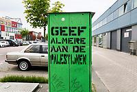 Nederland Amsterdam  2017 -  Graffiti in Amsterdam Noord . Geef Almere aan de Palestijnen. . Foto Berlinda van Dam / Hollandse Hoogte