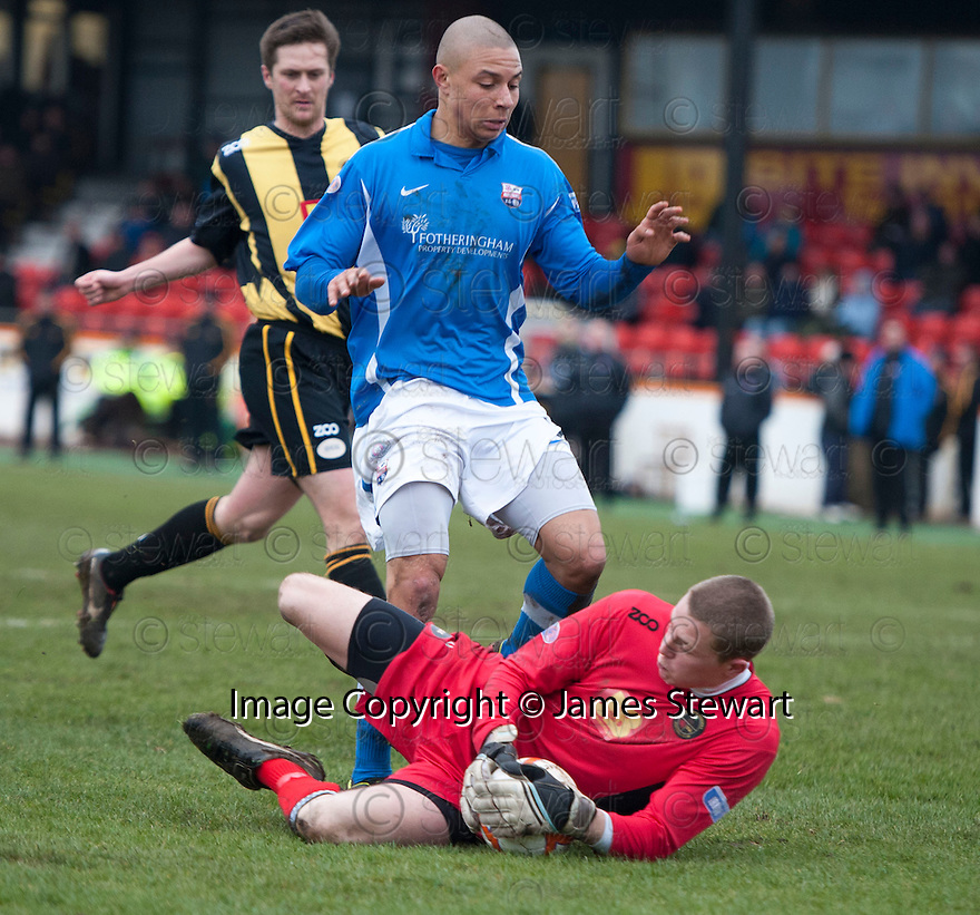 Berwick keeper Marc McCallum saves at the feet of Montrose's Leighton McIntosh.