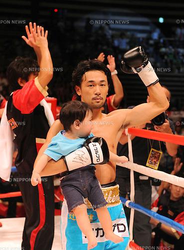 Shinsuke Yamanaka (JPN),<br /> AUGUST 12, 2013 - Boxing :<br /> Shinsuke Yamanaka of Japan celebrates with his son Gosuke after winning the WBC bantamweight title bout at Ota-City General Gymnasium in Tokyo, Japan. (Photo by Mikio Nakai/AFLO)
